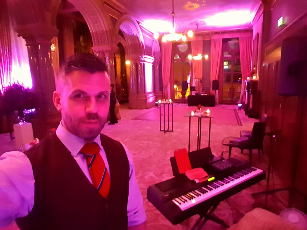 Nick Reeve, Pianoman