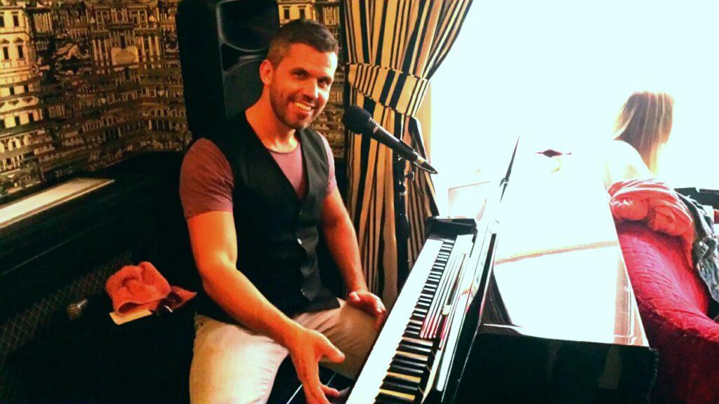 Pianoman Nick Reeve, Piano Kensington