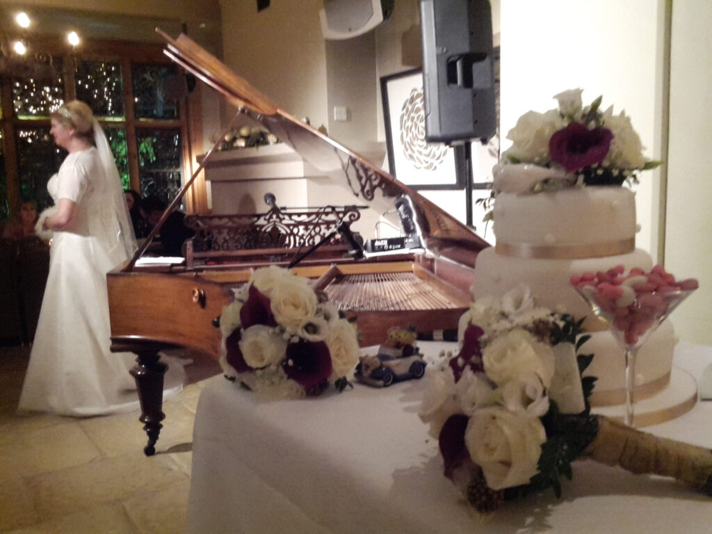 Pianoman - boutique London wedding